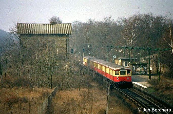 Bild: Zug am Bahnsteig