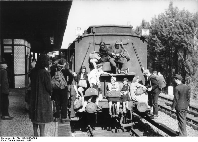 Bild: überfüllter Zug ins Brandenburgische