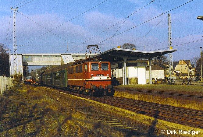 Bild: ausfahrender Zug