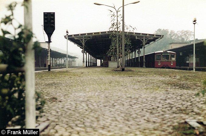 Bild: Bahnsteig B mit Zug