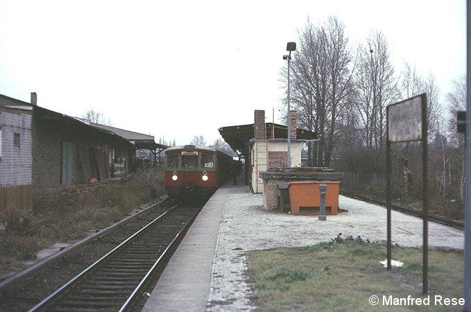Bild: einfahrender Zug von Anhalter Bahnhof