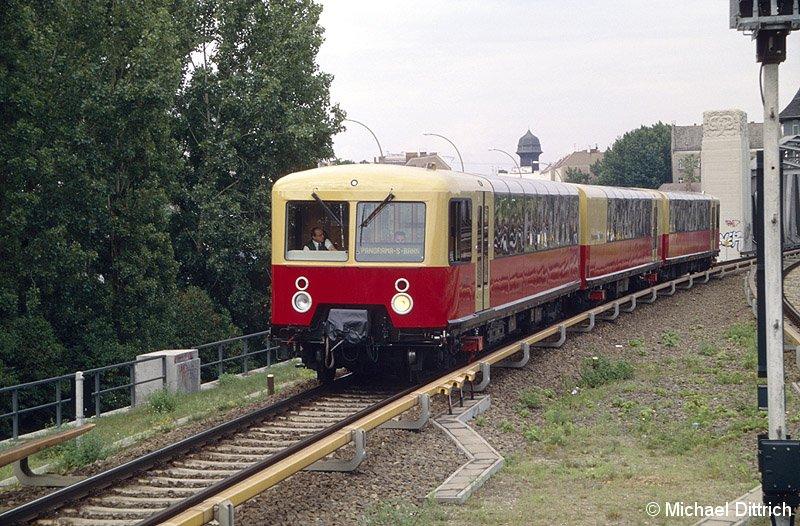 Bild: Zugeinfahrt in Treptower Park