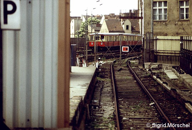 Bild: einfahrender Zug von Lehrter Stadtbahnhof kommend