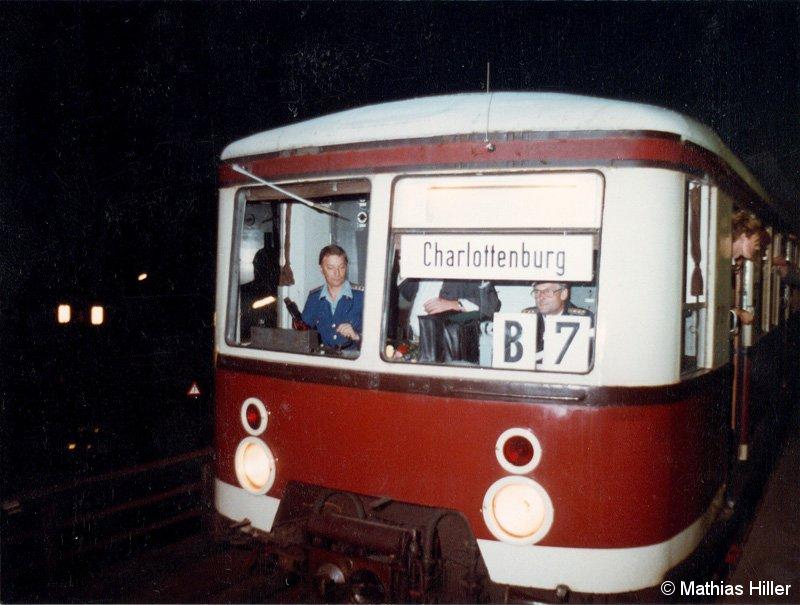 Bild: erster Zug ab Friedrichstraße