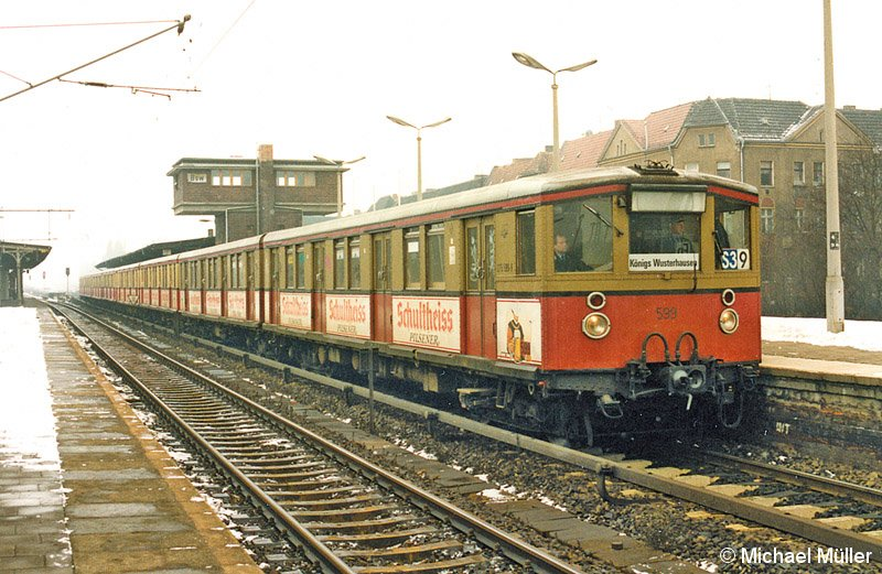 Bild: BVG-Zug im Winter 1989-90 im Bahnhof Baumschulenweg