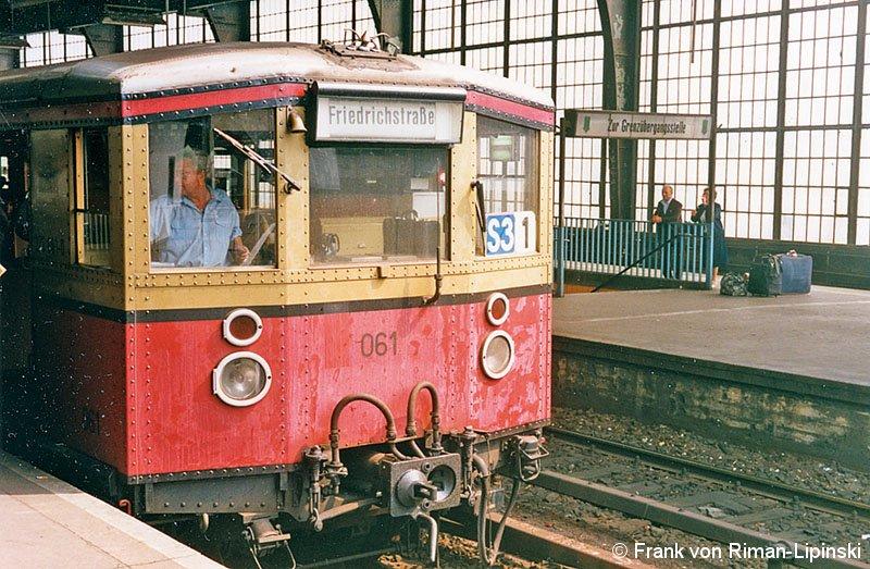 Bild: BVG-Zug am Bahnsteig B