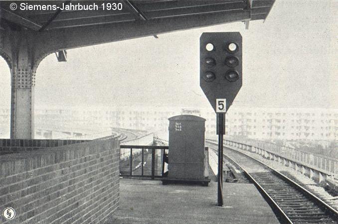 Dreibegriffiges Sv-Signal 5 am Bahnsteigende von Wernerwerk (Richtung Gartenfeld).