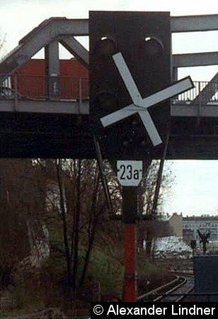 Sv-Signal 23a am Bahnsteig D des Bahnhofes Gesundbrunnen.