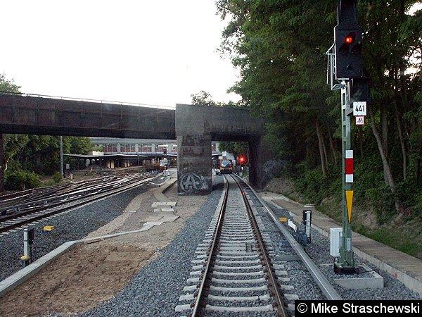 Nur 82 Meter beträgt der Abstand zwischen den beiden Zwischensignalen 441 und 443 des Bahnhofes Westkreuz.