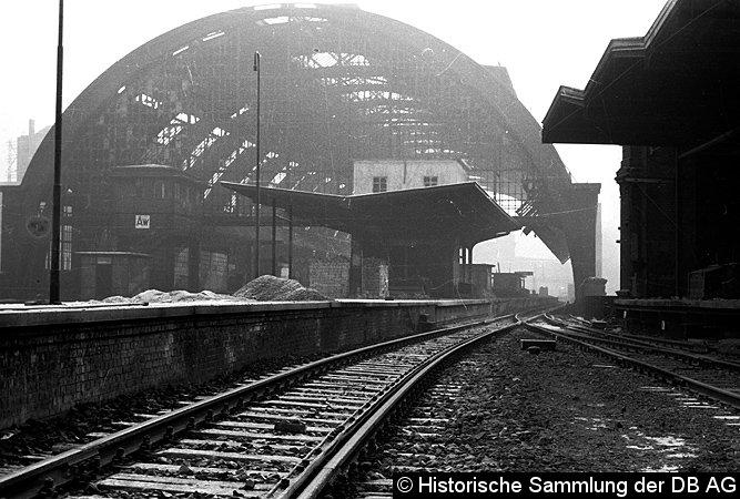 Bild: Kriegsschäden am Bahnhof Alexanderplatz