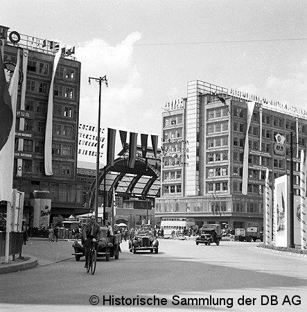 Bild: geschmückter Alexanderplatz