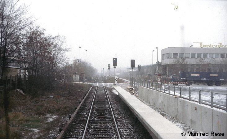 Bild: Bahnübergang am S-Bahnhof Buckower Chaussee