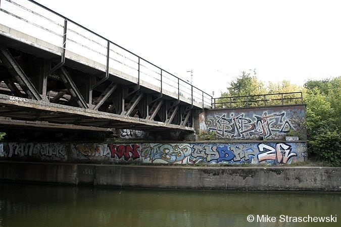 Bild: vorbereitetes Brückenfundament